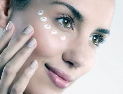 Успокаивающий крем вокруг глаз