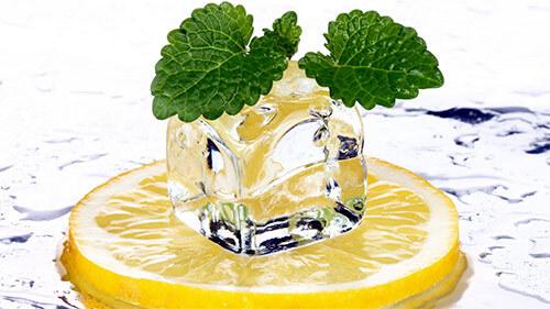 лимон, лед, и зелени немного