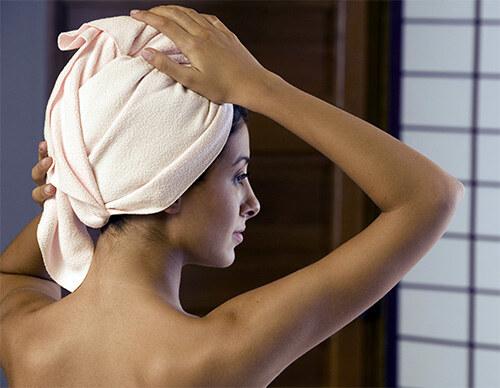 Волосы накрытые полотенцем