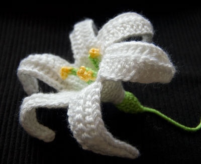 Вязаная лилия