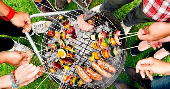 Коллективное приготовление пищи над углями (мангал)