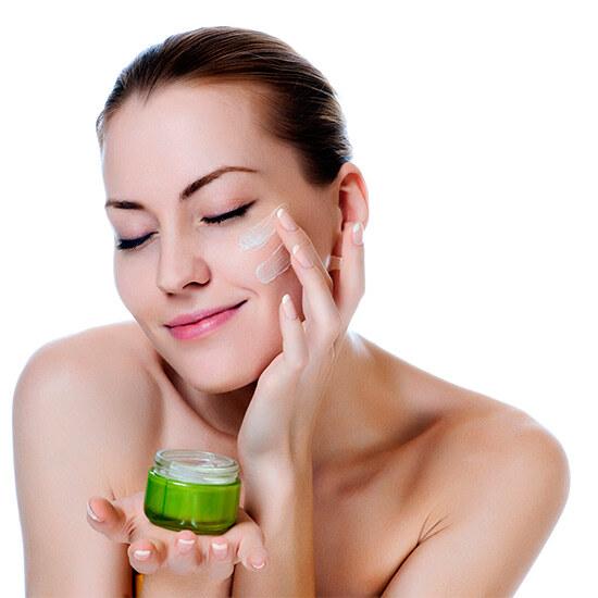 нанесение крема на кожу лица после маски