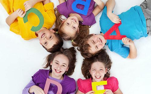 Дети с буквами