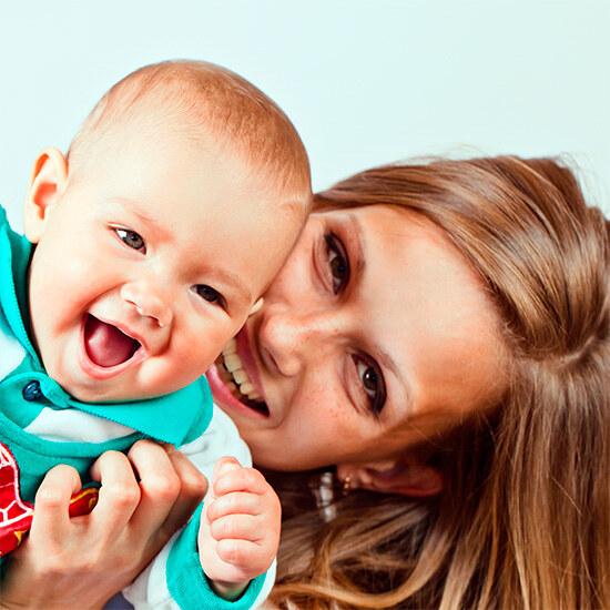 Мама занимается со своим малышом