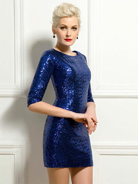 Красивое вечернее блестящее платье, женщина за 40