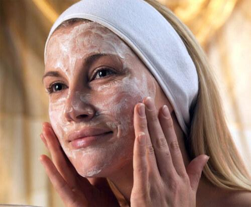Очистка кожи лица молочком