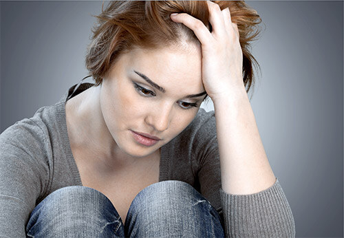 Девушка задумалась о том почему ее парень ревнует