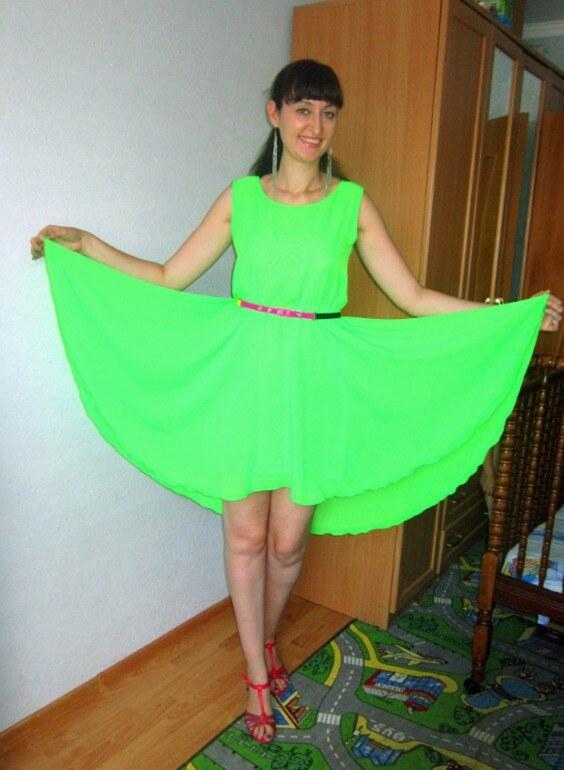 Ярко-зеленая юбка солнце