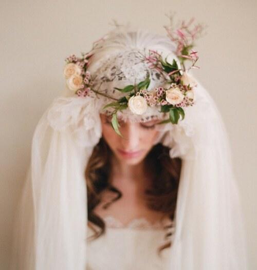 Фата в прическе у невесты