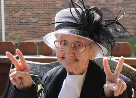 Бабушке возраст нипочем )