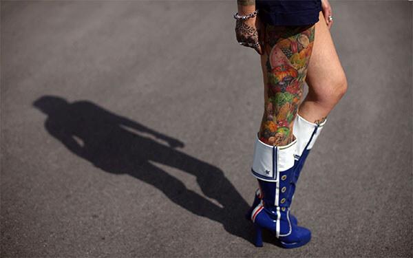татуировка на ноге у девушки