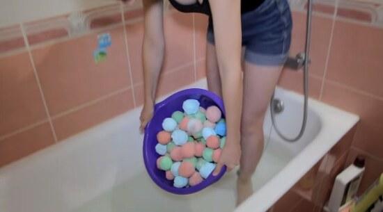 выгрузка шипучек бомбочек в ванну