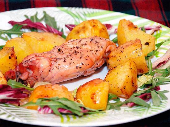 мясо кролика с картошкой