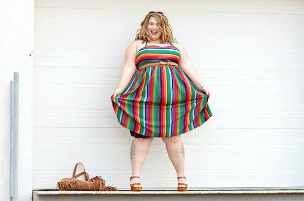 Полная женщина и платье