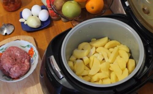 картофель для запеканки в чаше мультиварки