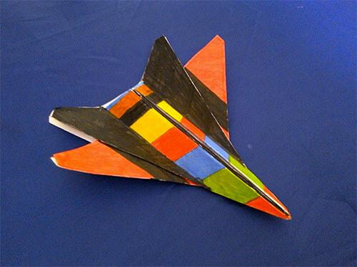Цветной самолетик из бумаги
