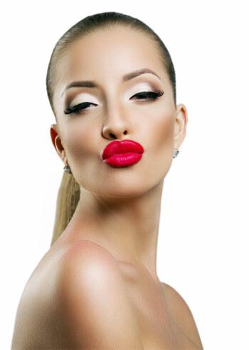 выразительные ярко-красные пухлые губы