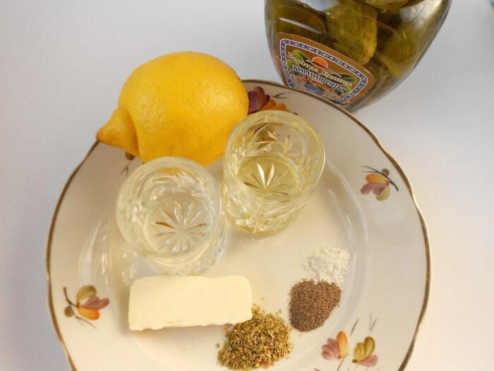 Лимон, вино и корнишоны