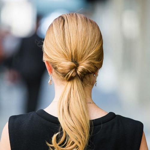 хвост навыворот - прическа на длинные волосы