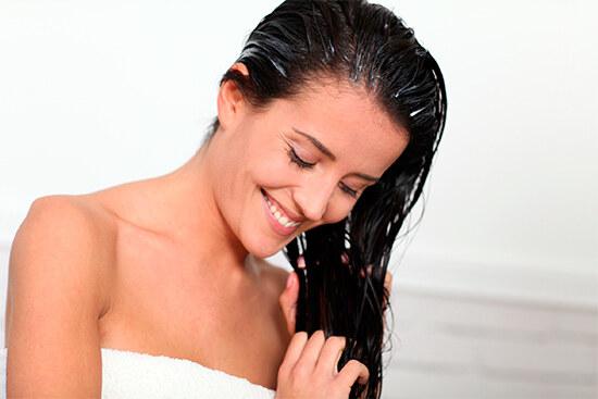 Мытье волос после нанесения маски с желатином