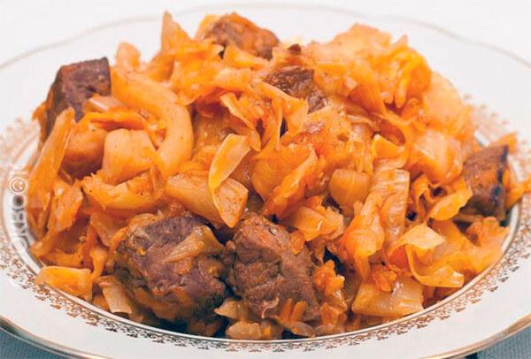 Тушенная капуста с мясом