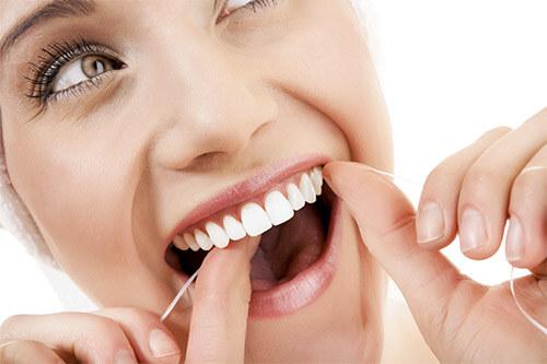 Зубная нить для профилактики появления неприятного запаха