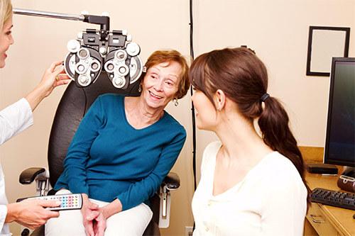 на приеме у врача глазника - офтальмолога