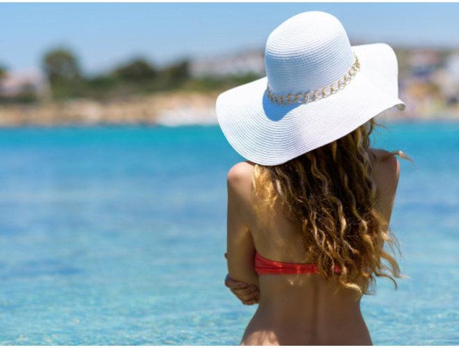 девушка в шляпе море